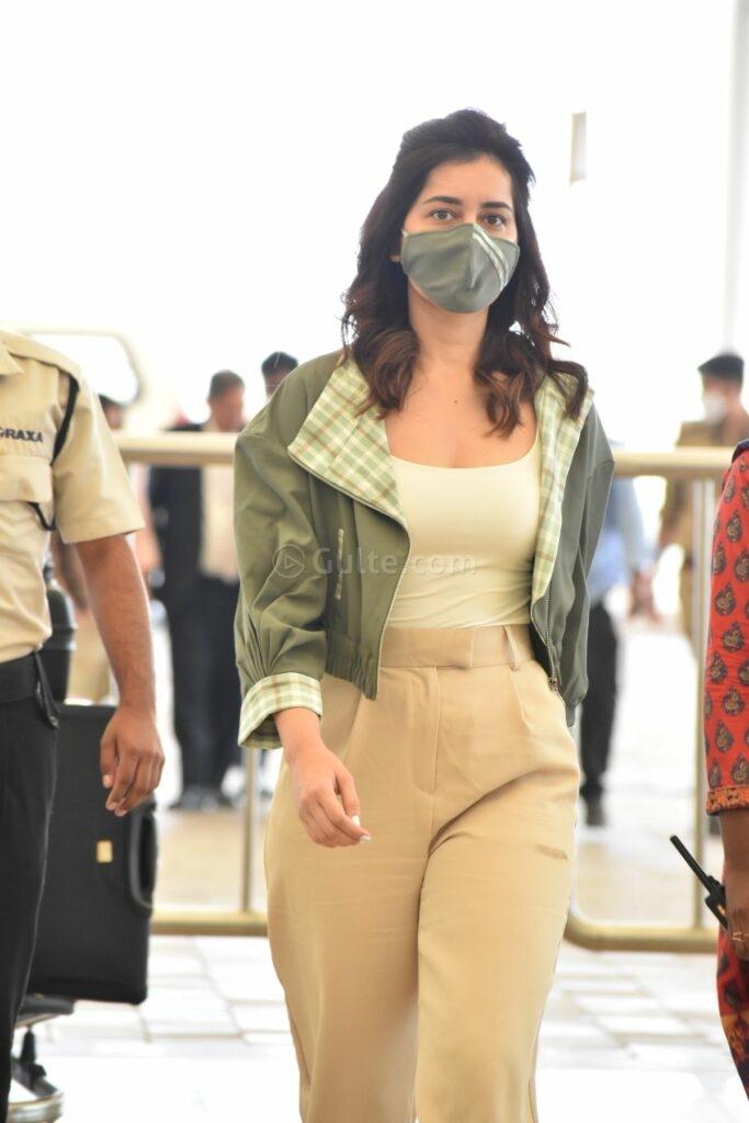 Raashi Khanna in khakhi pants sea weed green jacket at RGI4