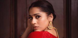 Rashmi Gautam in a red lehenga by varahi couture1