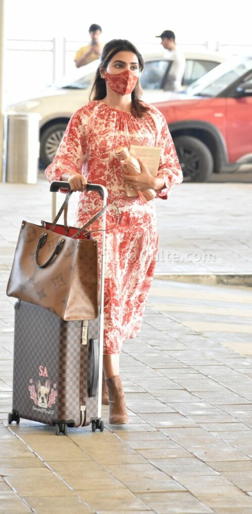 Samantha in red floral dress by viam at RGI3