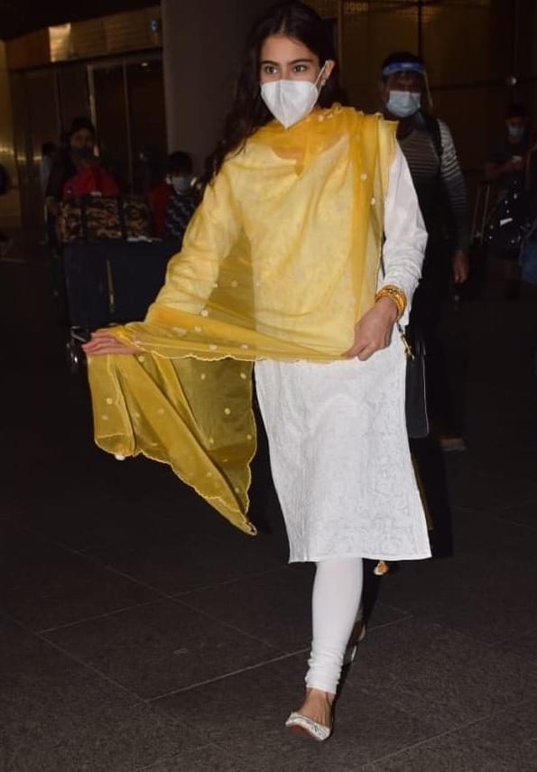 Sara Ali Khan in traditional white outfit at Mumbai airport!