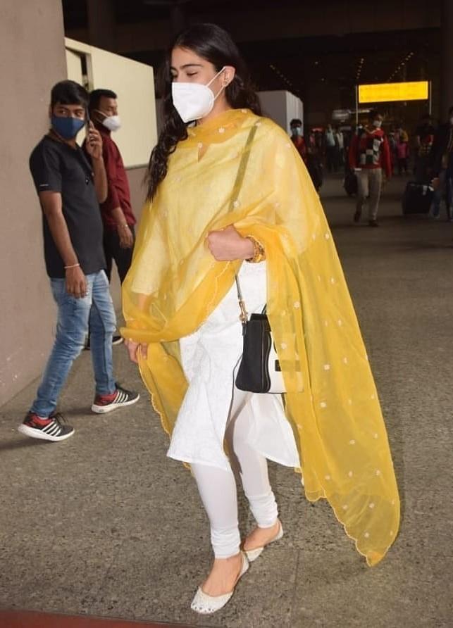 Sara ali khan in a white salwar suit at Mumbai airport4