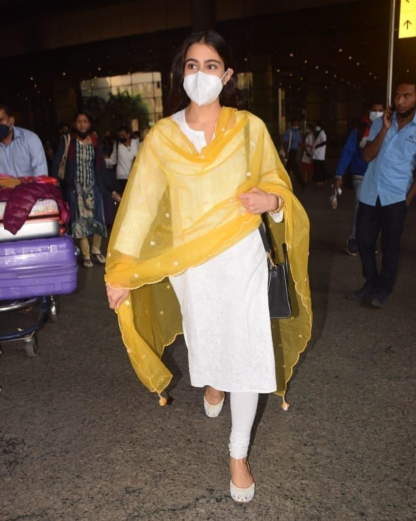 Sara ali khan in a white salwar suit at Mumbai airport5