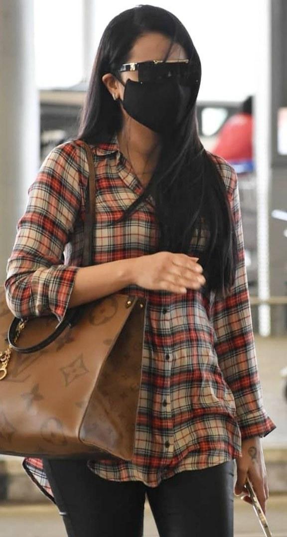 Trisha in st john shirt and black bottoms at hyderabad airport1