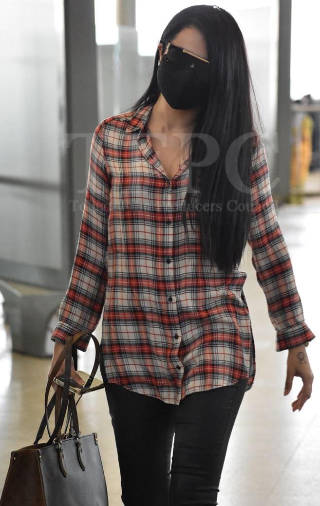Trisha in st john shirt and black bottoms at hyderabad airport3