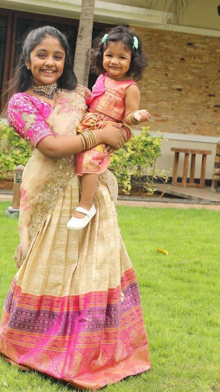 Vishnu Manchu and family in label vida for Sankranthi 5