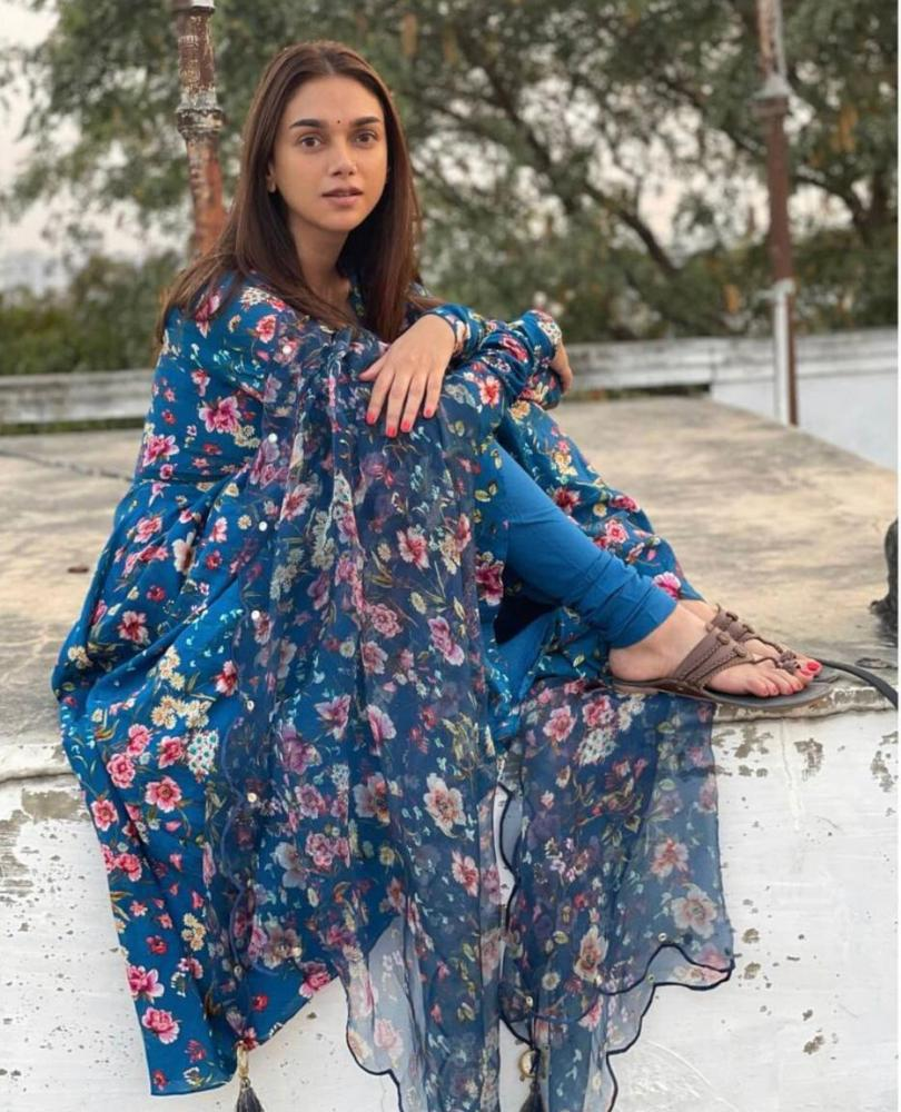 aditi rao hydari in a blue floral printed suit by drzya ridhiee suri