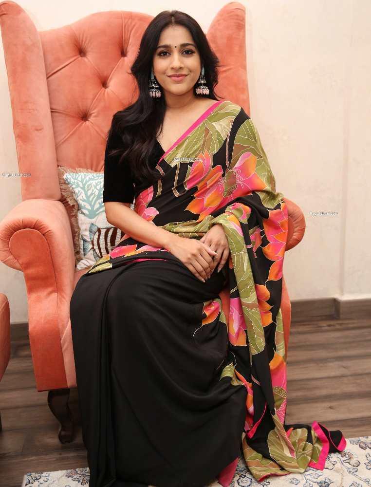 rashmi gautam at thread and fabric stuio launch in black saree