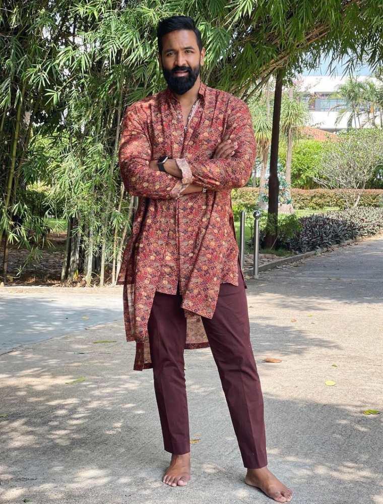 vishnu manchu in traditional outfit for bhogi 2021