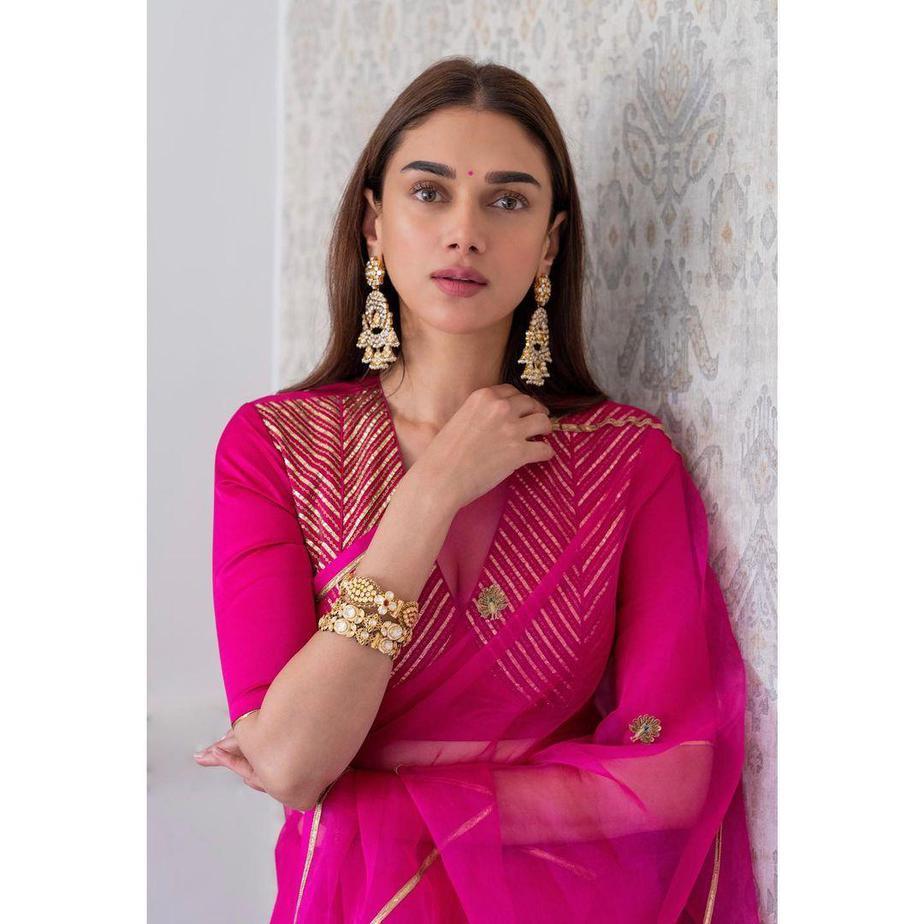 Aditi Rao Hydari in rani pink raw mango saree for Dia mirza wedding