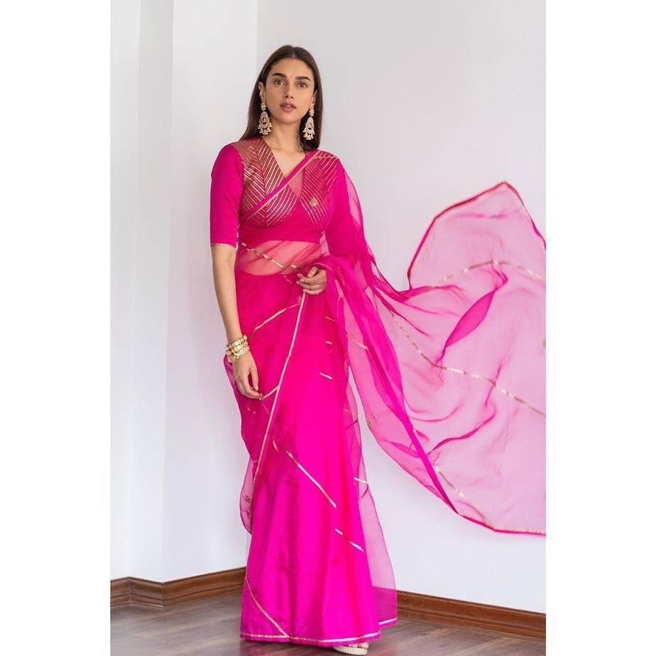 Aditi Rao Hydari in rani pink raw mango saree for Dia mirza wedding1