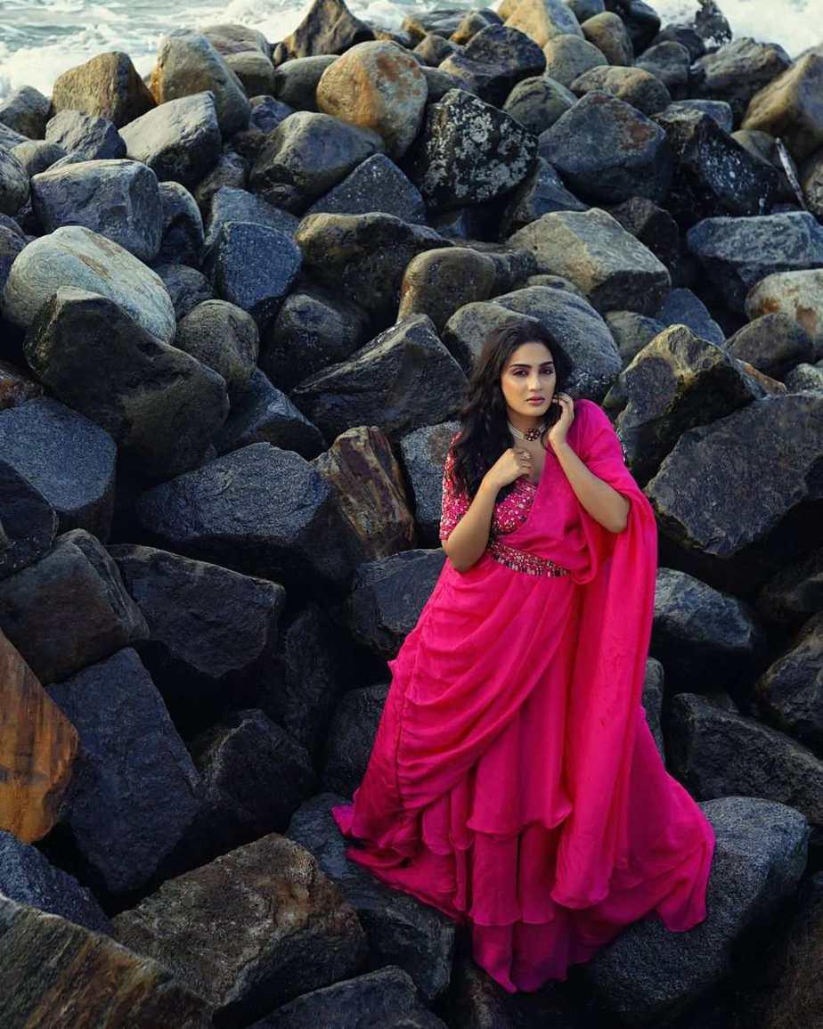 Aditi Ravi in a fushchia pink belt saree by Cameela-2
