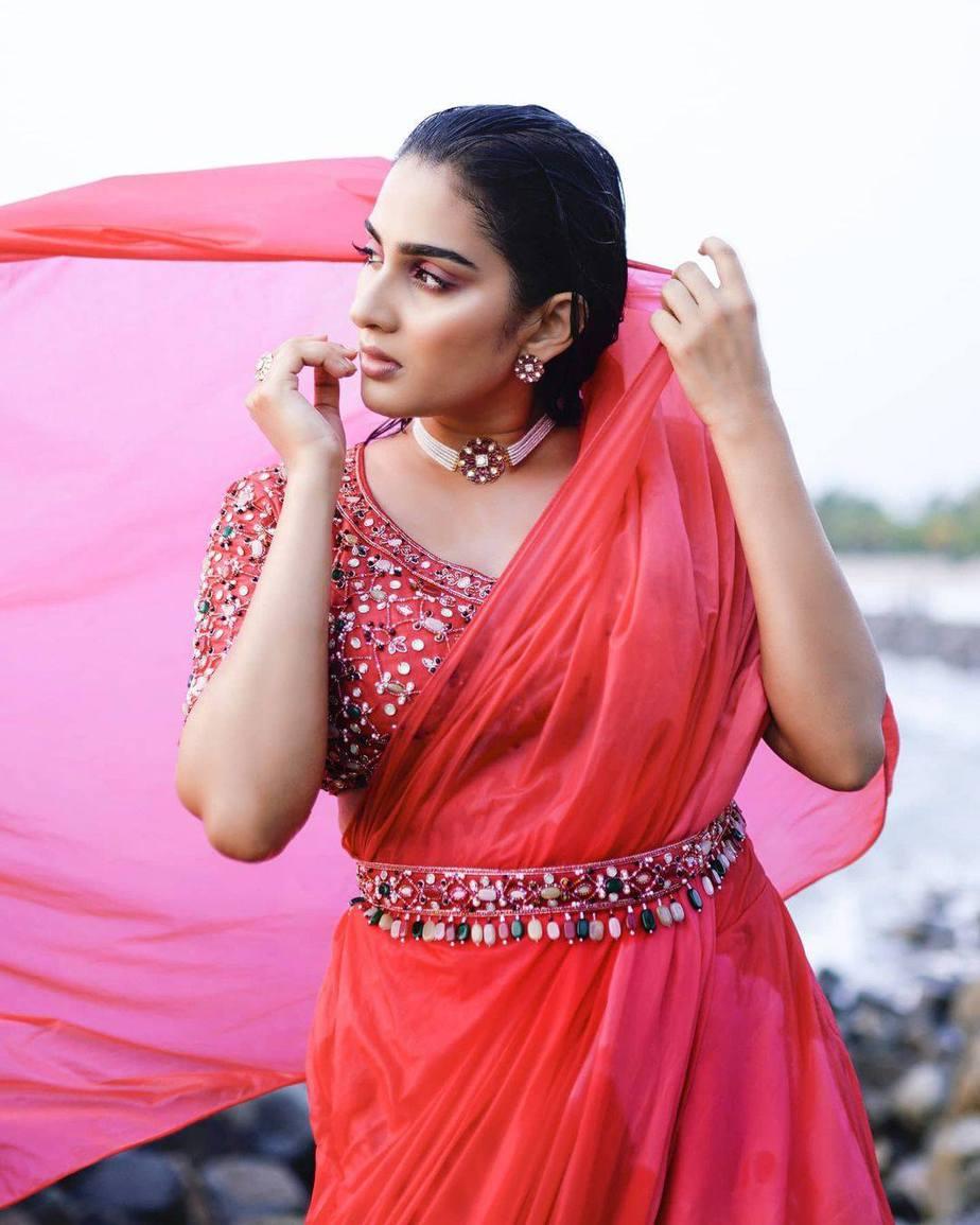 Aditi Ravi in a fushchia pink belt saree by Cameela-4