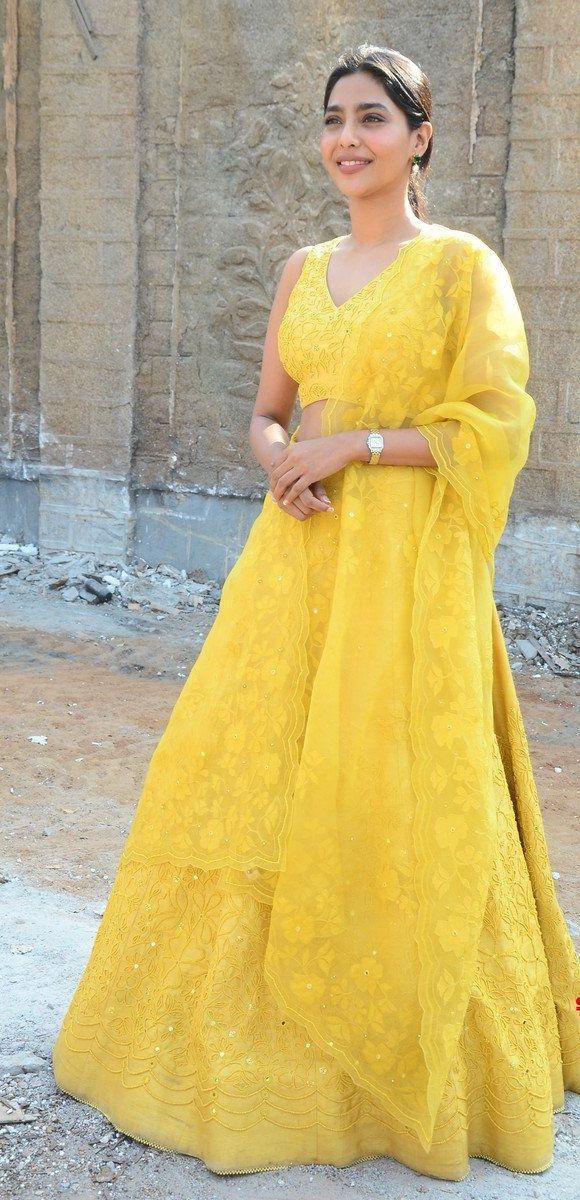 Aishwarya lekshmi in yellow lehenga at godse movie launch event1