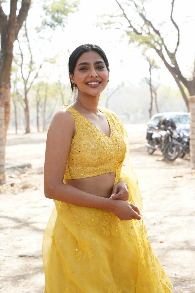 Aishwarya lekshmi in yellow lehenga at godse movie launch event2