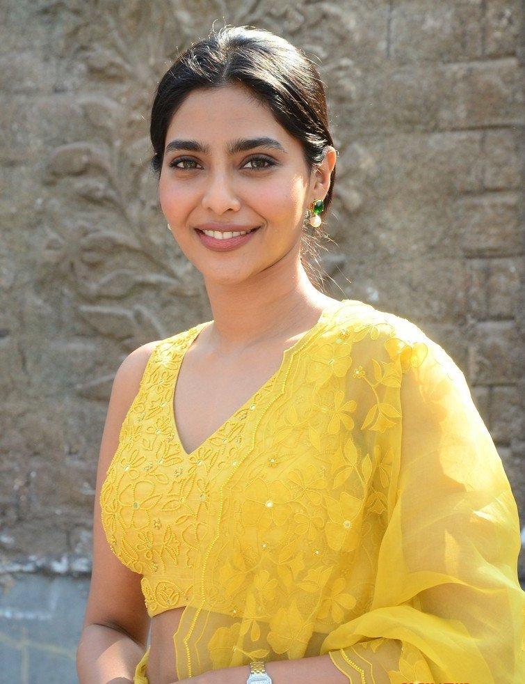 Aishwarya lekshmi in yellow lehenga at godse movie launch event3