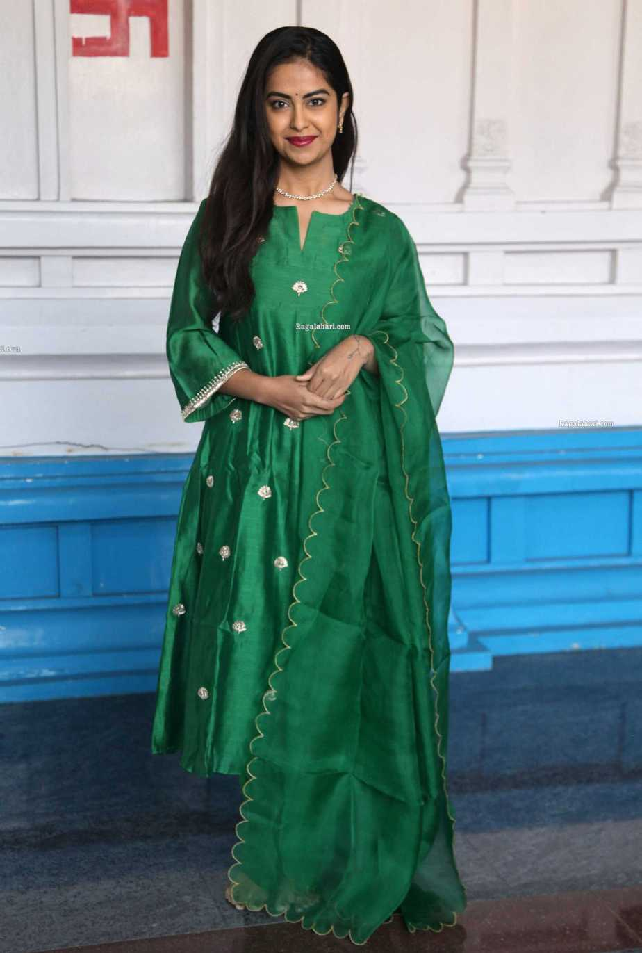 Avika gor in green house of pink kurta set at film temple for new movie puja1.2