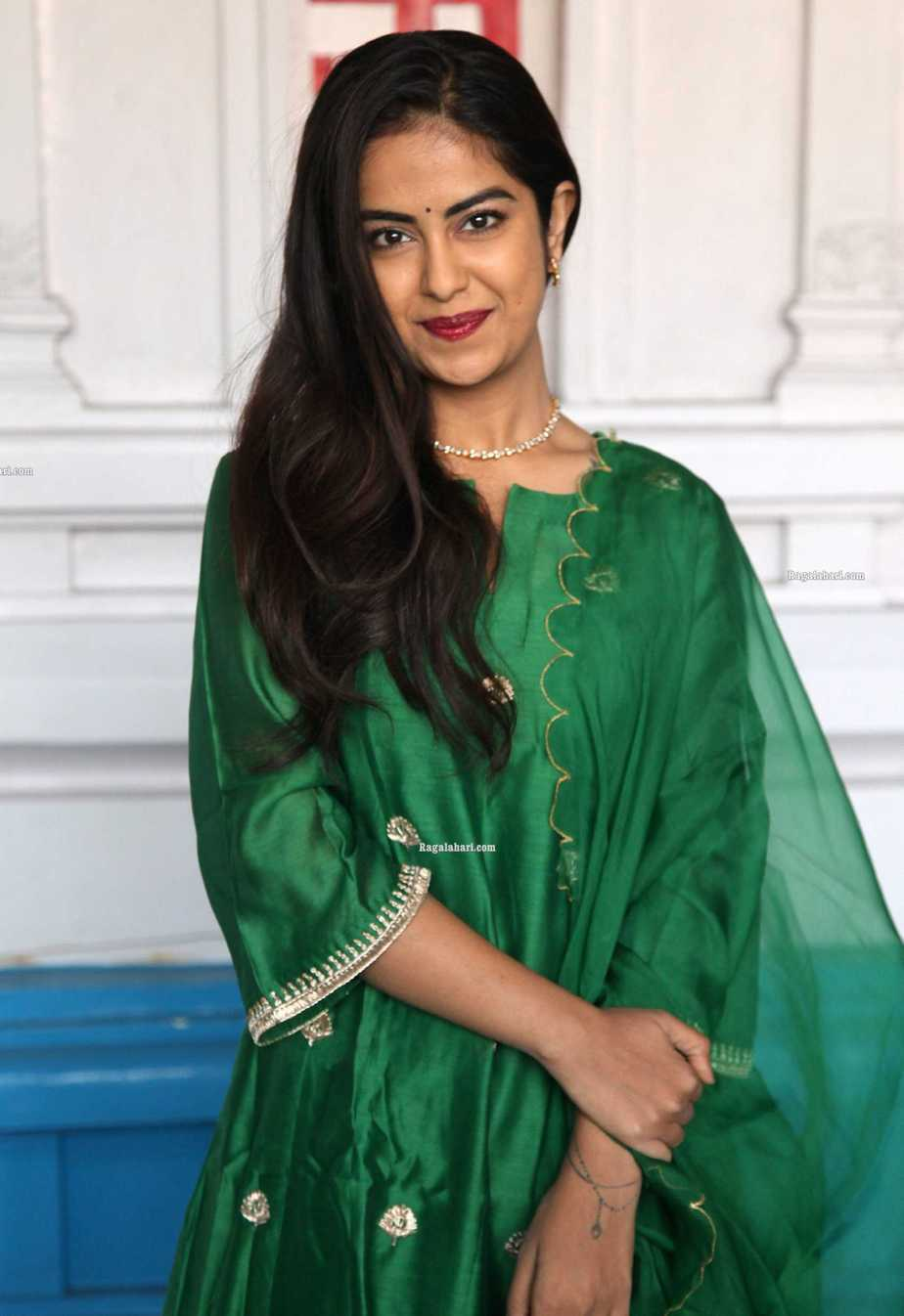 Avika gor in green house of pink kurta set at film temple for new movie puja1.3