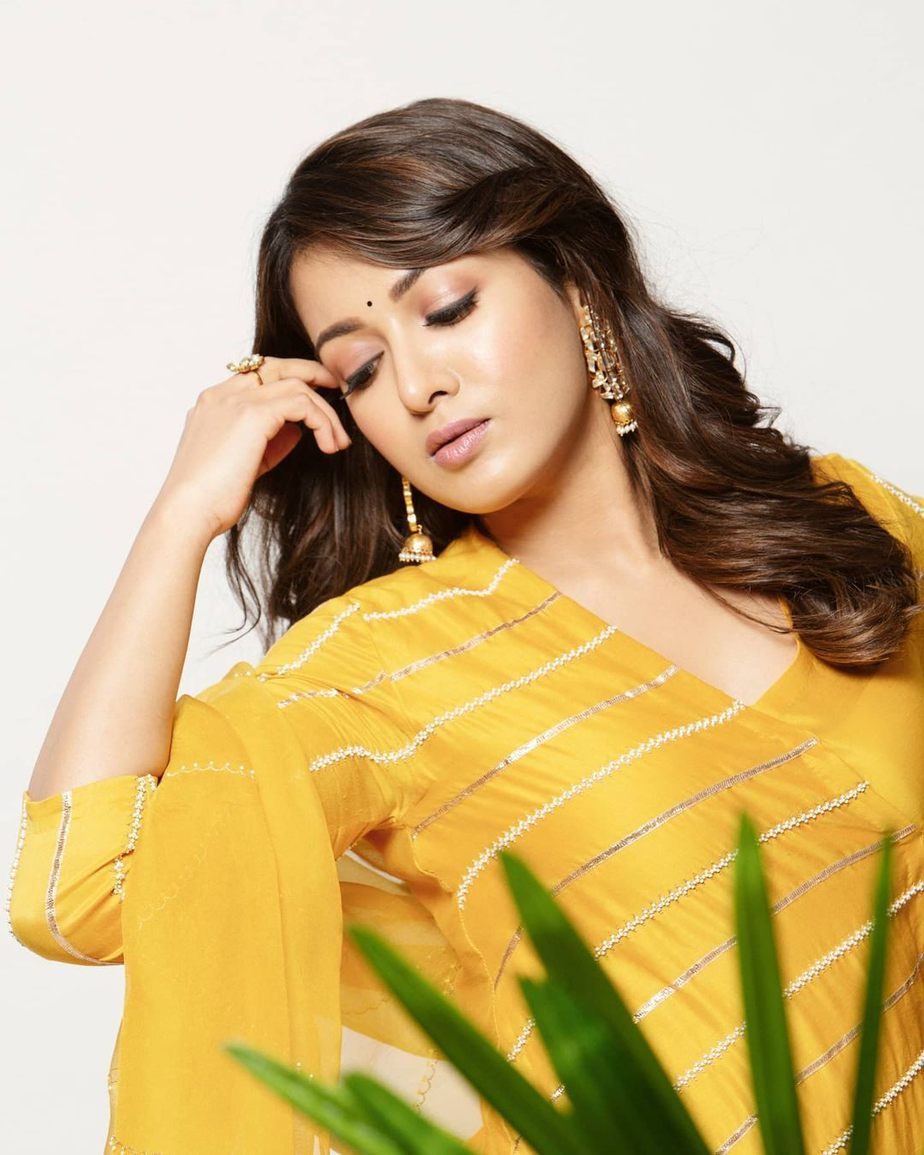 Catherine Tresa in yellow deepthee outfit for Bala thandanna movie pooja3