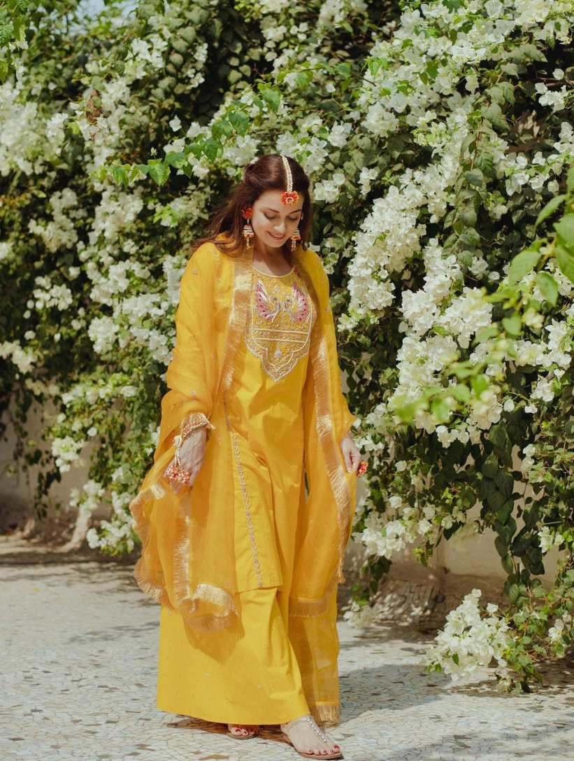 Dia mirza in yellow outfit by Nafisa Rachel William for mehndi-1