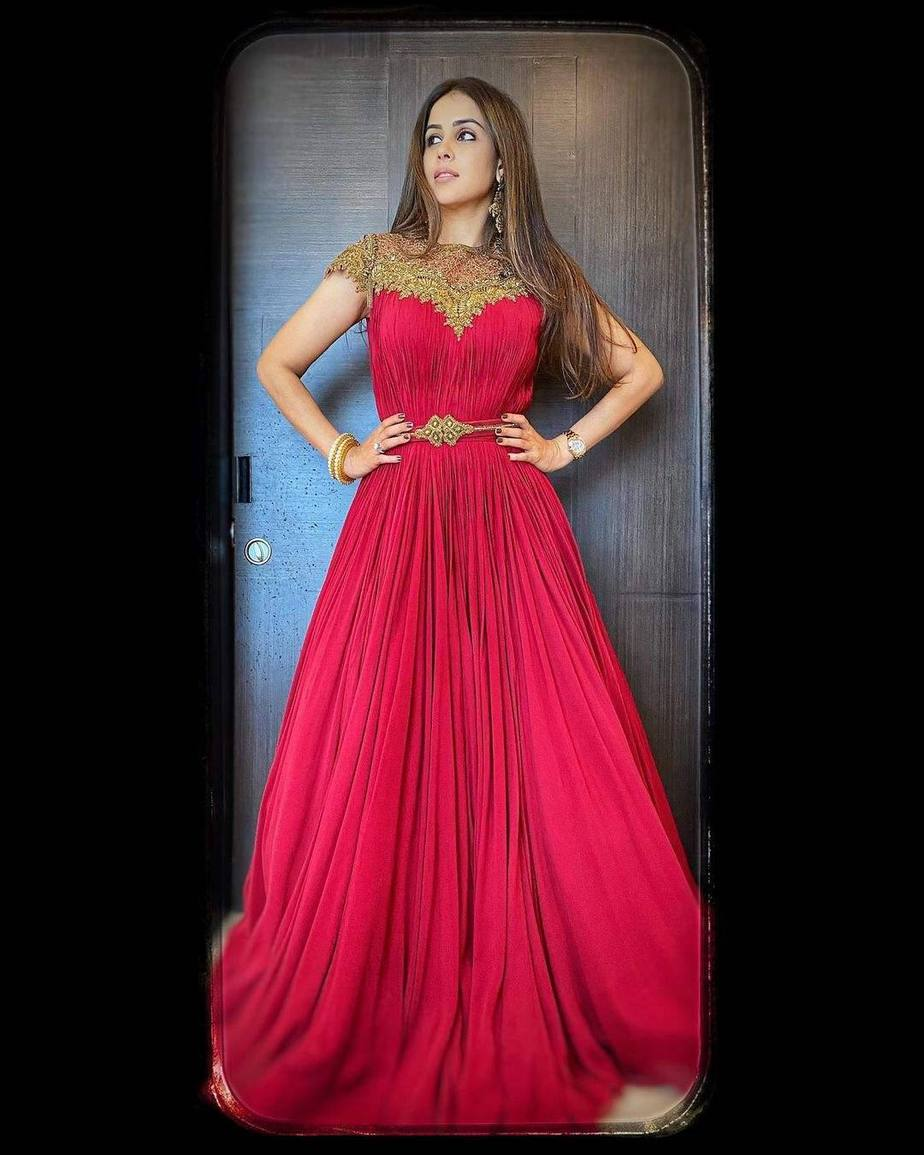 Genelia D'Souza in red s& n anarkali gown for Valentine's day2