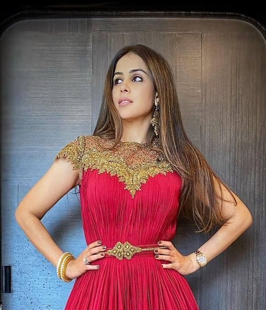 Genelia D'Souza in red s&n anarkali gown for Valentine's day1