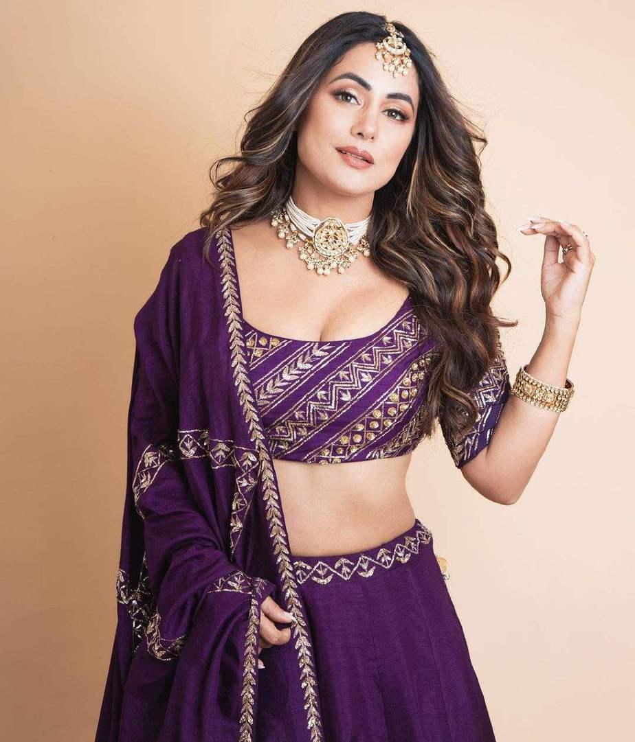 Hina Khan in praytusha garimella purple lehenga3