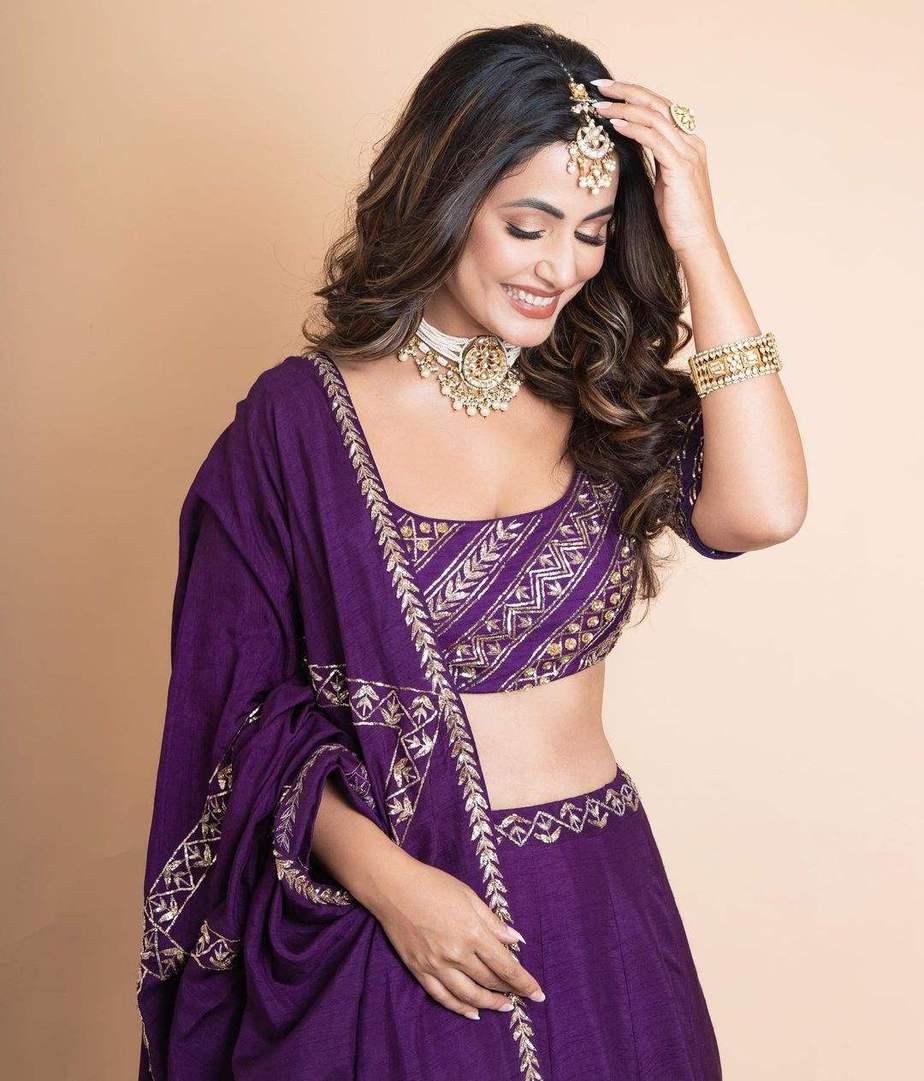 Hina Khan in praytusha garimella purple lehenga4