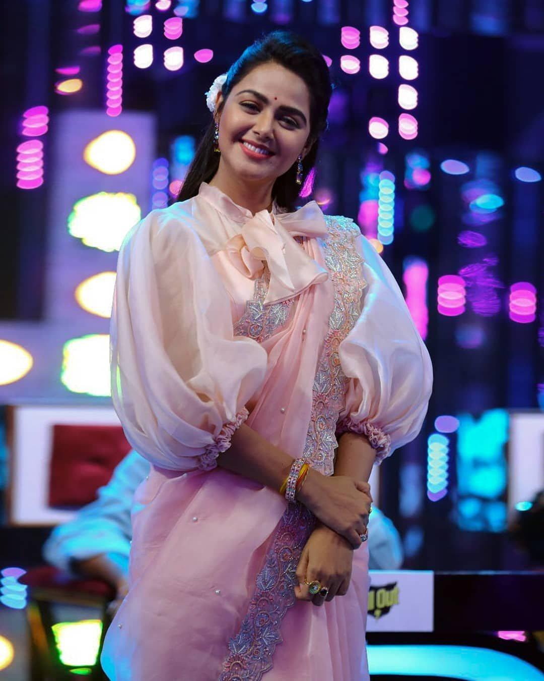 Monal Gajjar in peachish pink organza saree by Suvarna mandir for dance plus