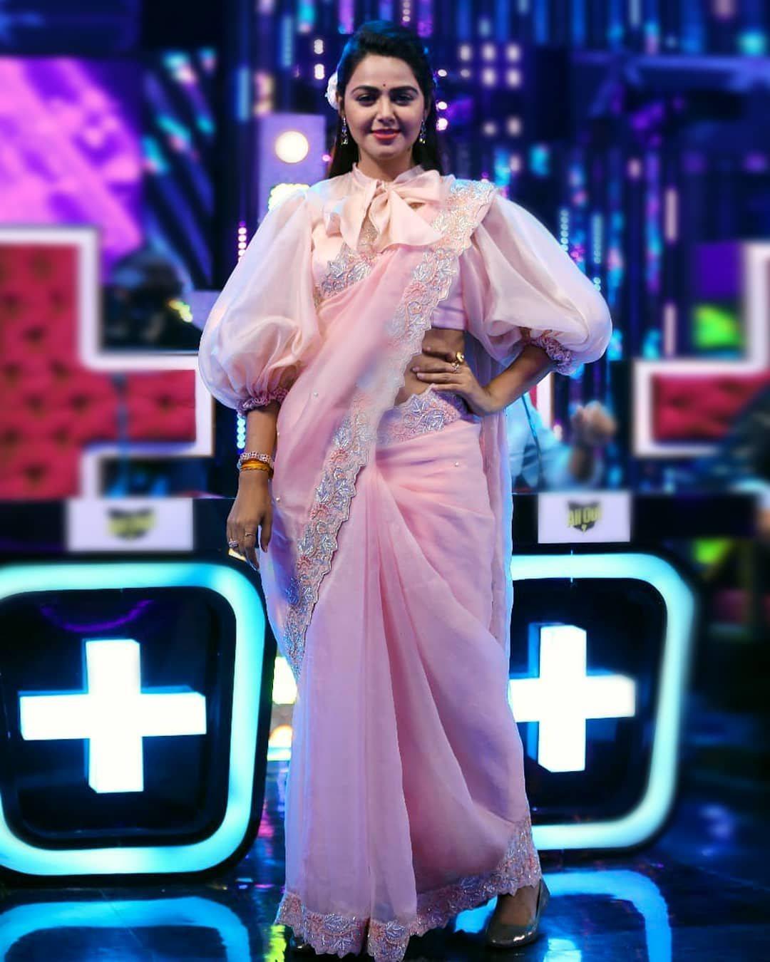 Monal Gajjar in peachish pink organza saree by Suvarna mandir for dance plus1
