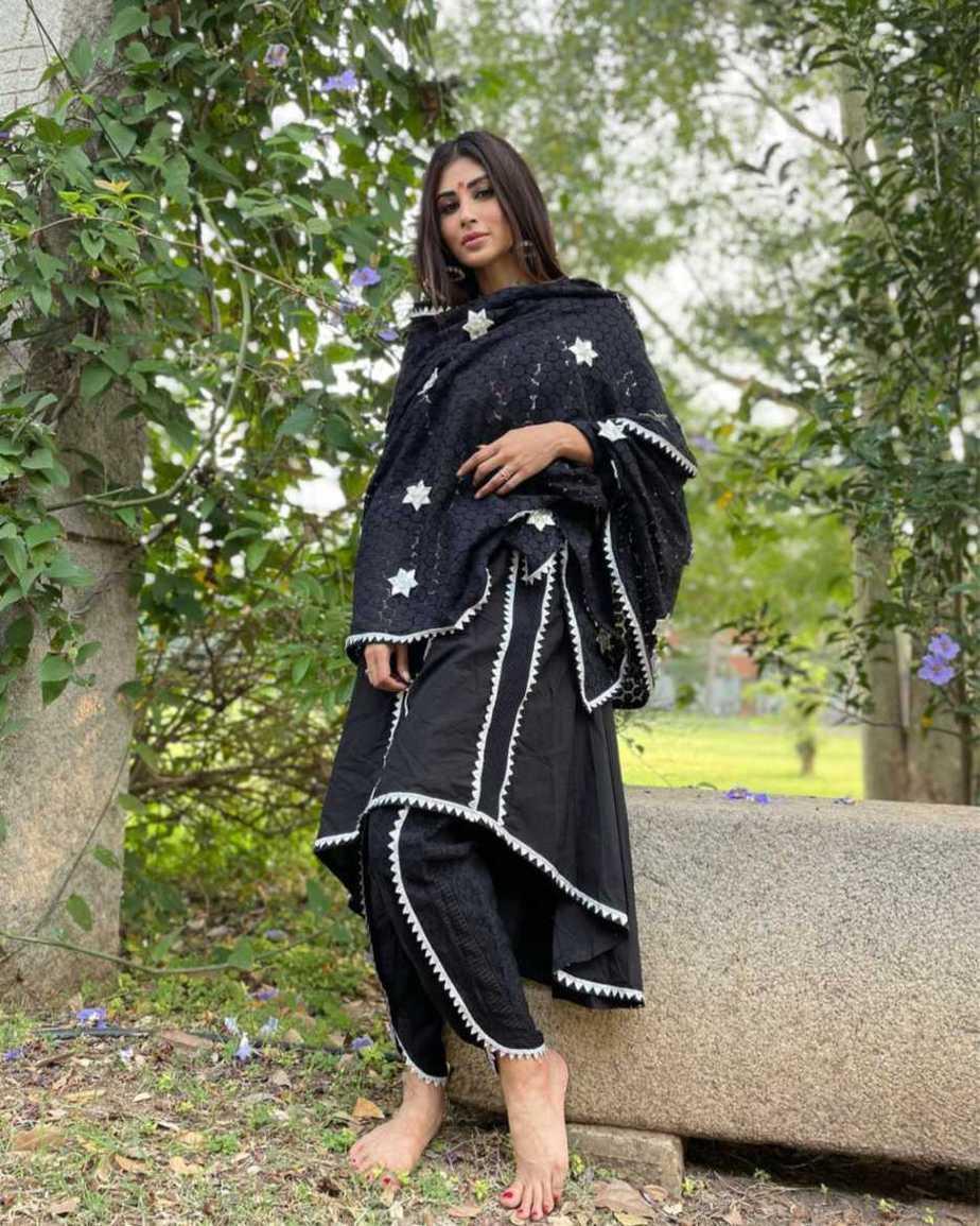 Mouni Roy in a black kurta set by Shruti bhayana1.2