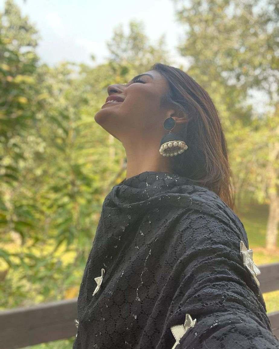 Mouni Roy in a black kurta set by Shruti bhayana5