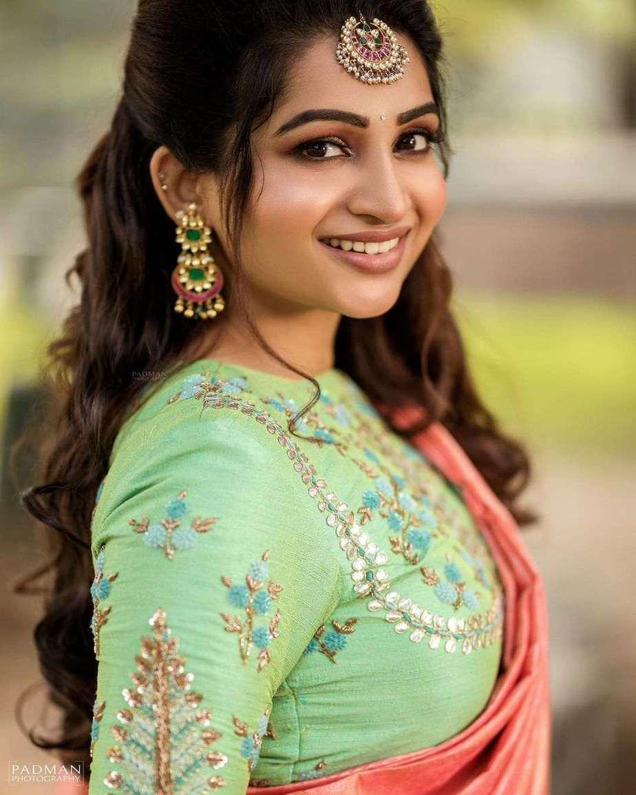 Nakshathra Nagesh in peach pattu saree by sadhan2