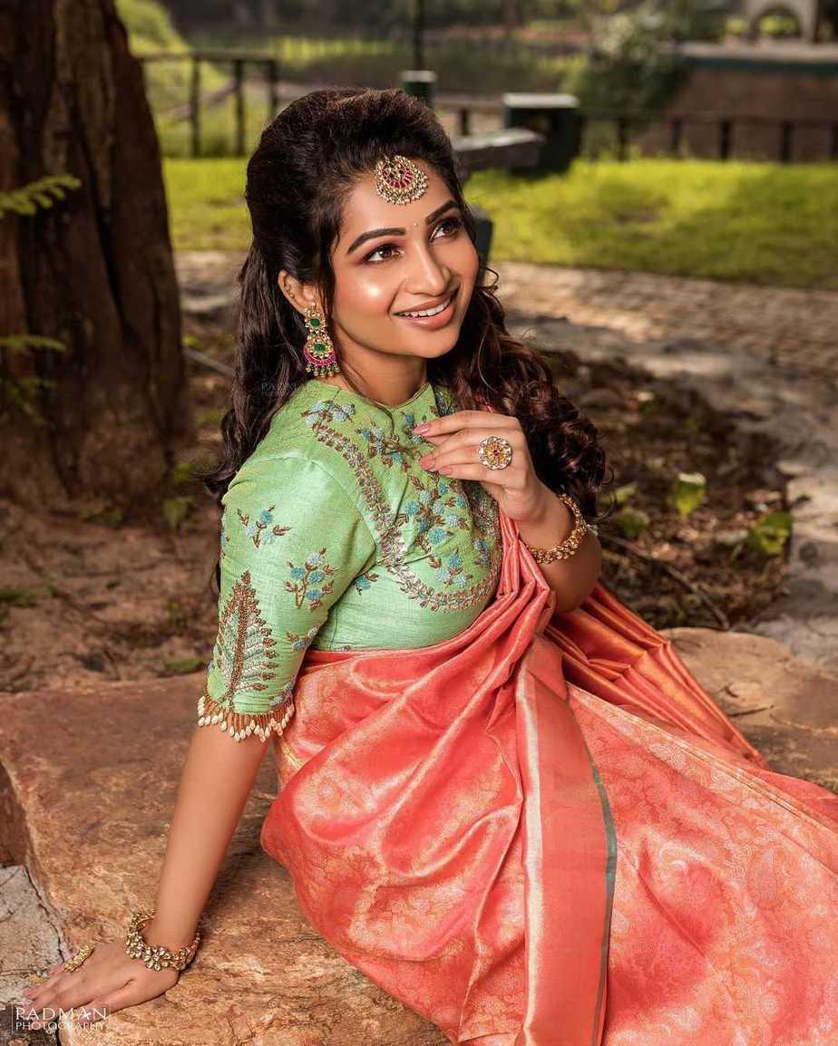 Nakshathra Nagesh in peach pattu saree by sadhan3