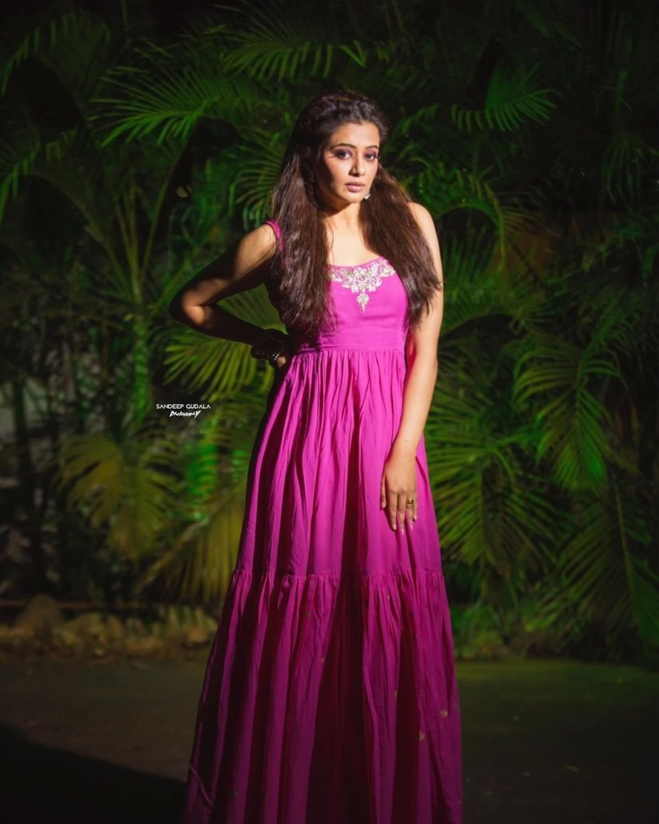 Priyamani Raj in Magenta dress by baisa crafts for Dhee13-1