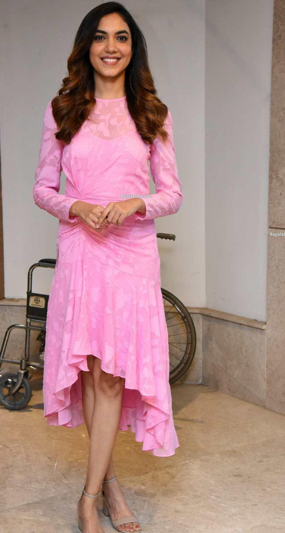 Ritu Varma in a baby pink dress for ninnila ninnila press meet1.2
