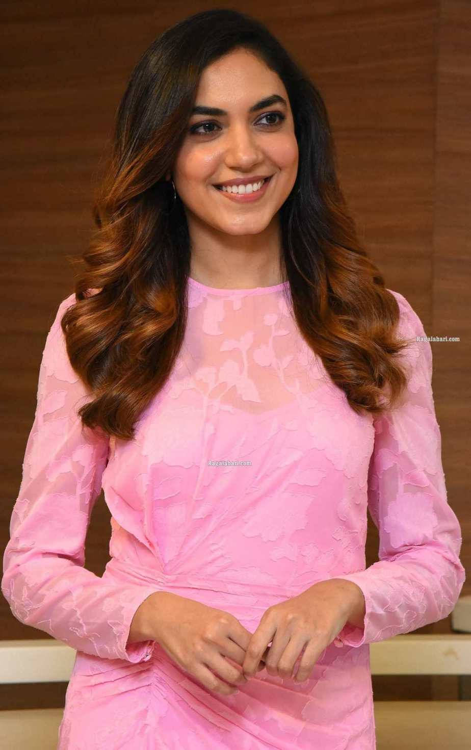 Ritu Varma in a baby pink dress for ninnila ninnila press meet1.6