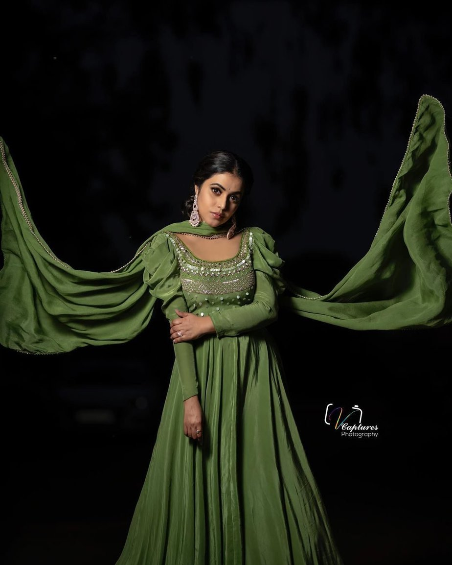 Shamna Kasim in olive green anarkali by atelier stores for dhee kings 2
