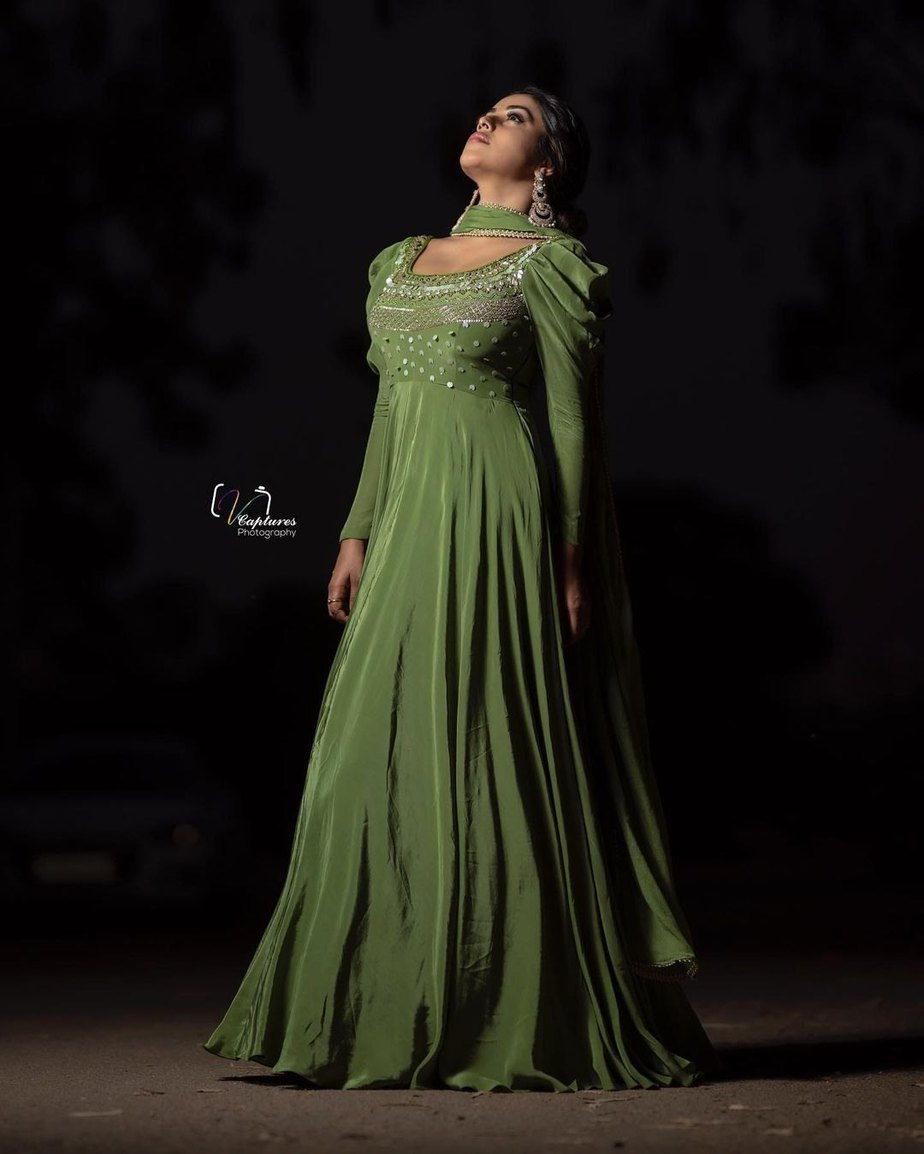 Shamna Kasim in olive green anarkali by atelier stores for dhee kings 3