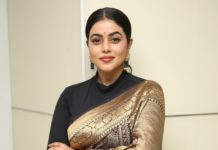 Shamna kasim in black and gold silk saree at sundari trailer launch