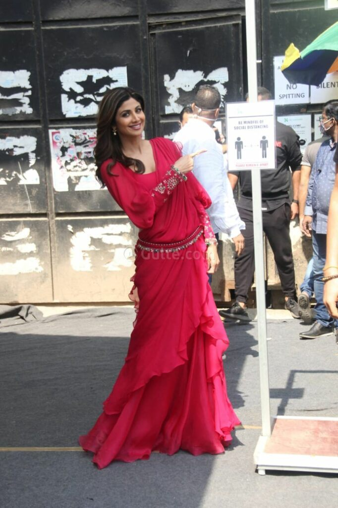 Shilpa Shetty in adeep fuschia saree and blouse by Ridhi Mehra at an ad shoot