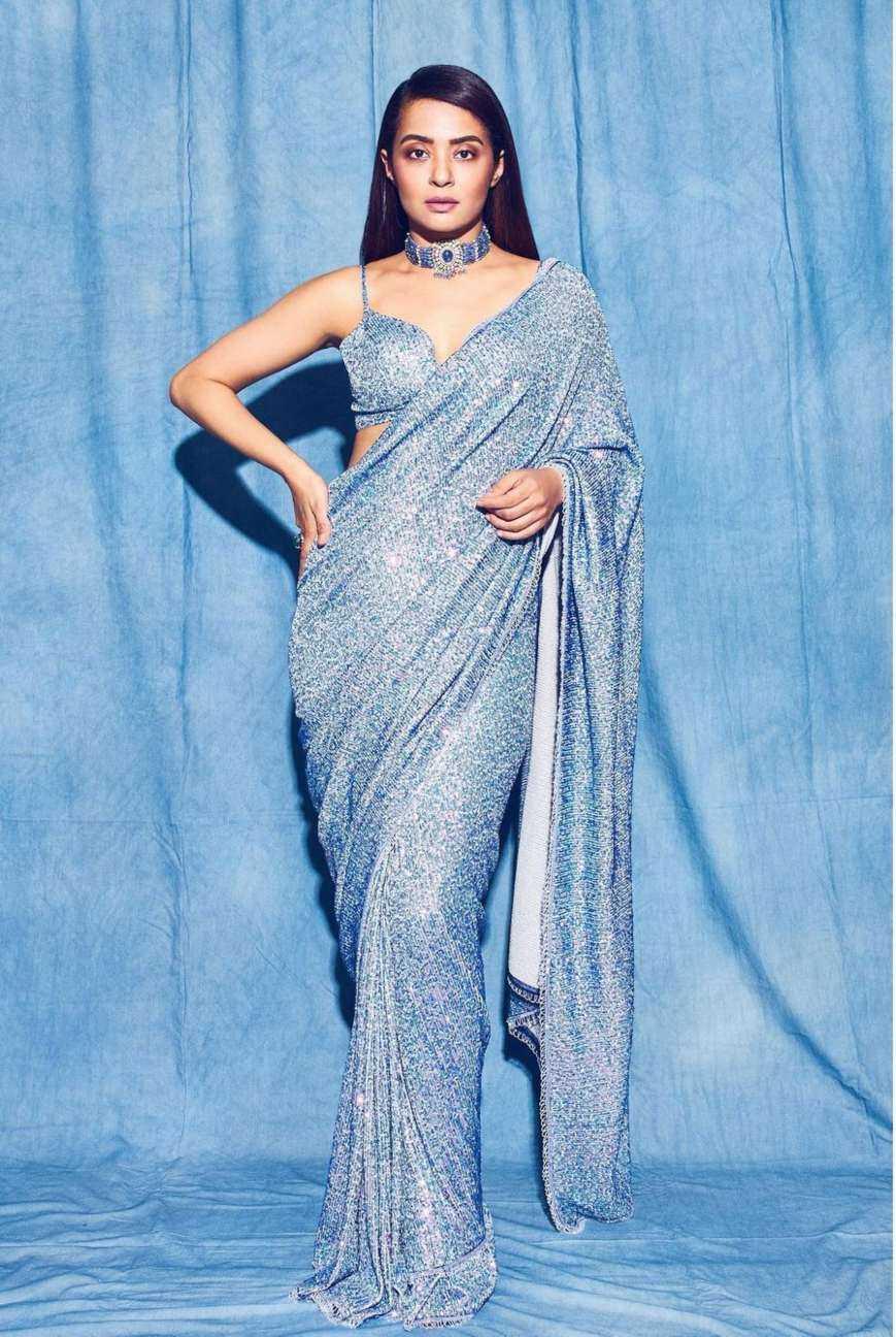 Surveen chawla in powder blue saree by neeta lulla-featured