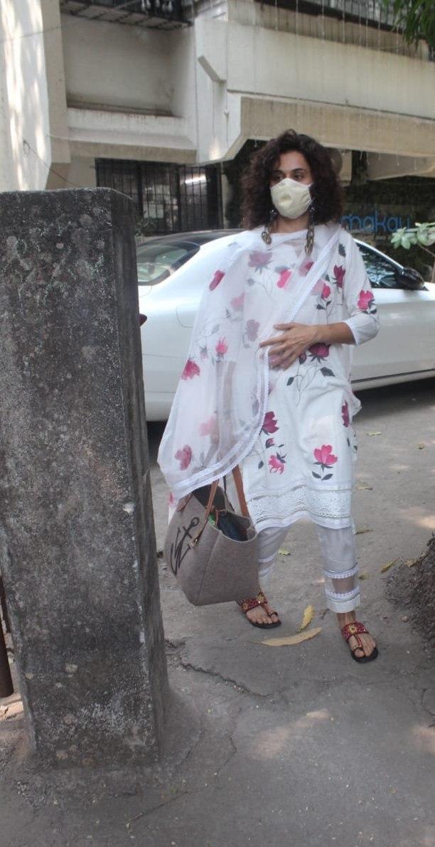 Tapsee Pannu in a white kurta set at Juhu1
