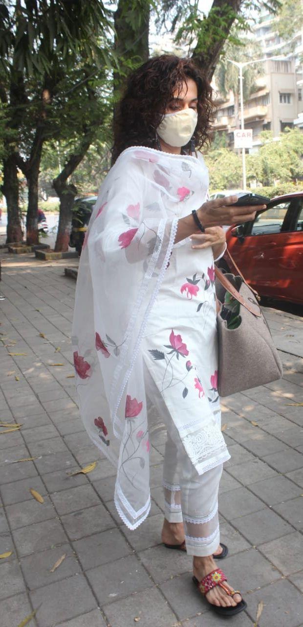 Tapsee Pannu in a white kurta set at Juhu2