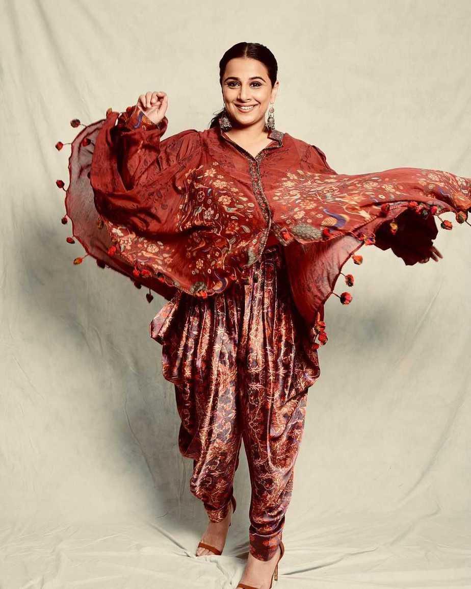 Vidya Balan in a red brown outfit by neeta lulla-1