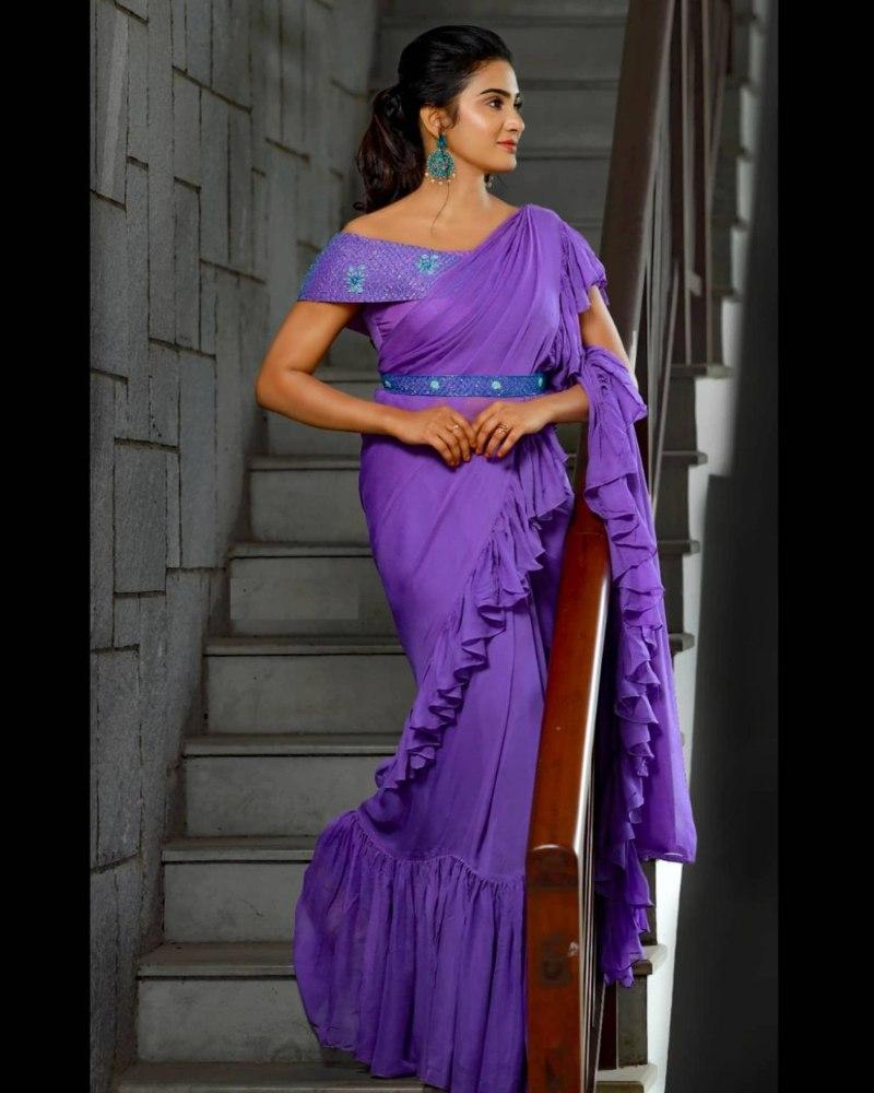 aditi ravi in a lavender ruffled saree with a belt