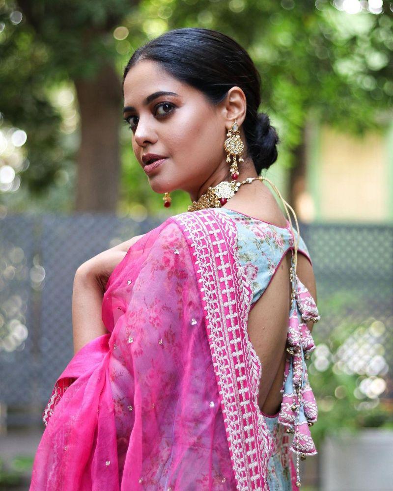 bindu madhavi in a pink dupatta lehenga set