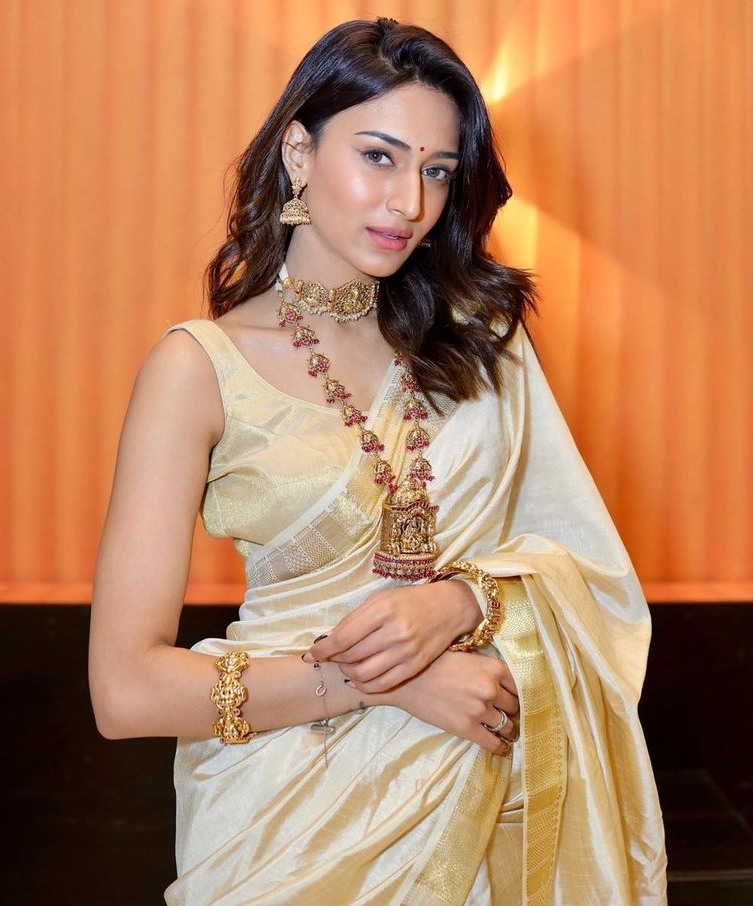 erica fernandes in traditional saree look
