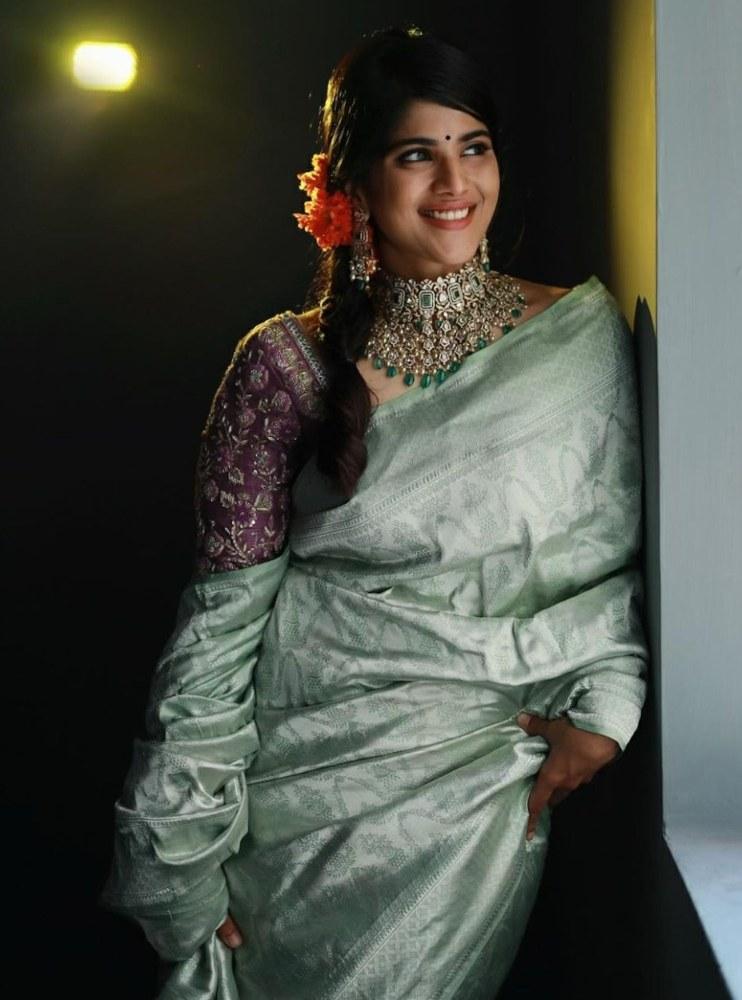 megha akash silver saree 80s style