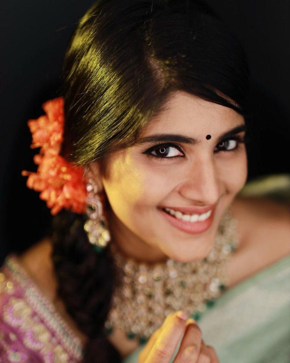 megha akash silver saree by vaishali agarwal retro style