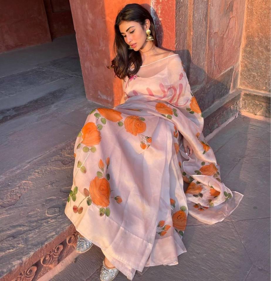 mouni roy in taj mahal in floral silk saree